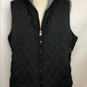 Ladies Black quilted vest, reversible gray soft